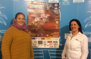 María del Carmen López, concejal de Deportes, y Azucena Delgado, presidenta del Motoclub Valverdeño, en el acto de presentación de la prueba.