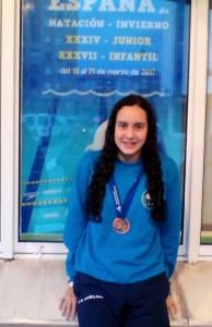 Alba Vázquez, con la medalla obtenida en el Campeonato de España.