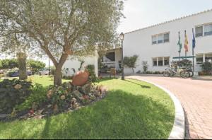 La empresa de su padre lo envió a Huelva en el año 1967 para que se encargara de la construcción del Parador de Mazagón.