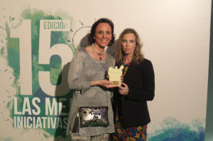 María José Coronado (izquierda), directora del Centro de Información del Medicamento del Colegio de Farmacéuticos de Huelva, y Eva Alonso, gerente de la citada corporación farmacéutica.