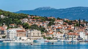 Las increíbles costas de Croacia invitan a recorrerlo en ferry, una opción barata y dinámica de viajar. / Foto: Pixabay.com.