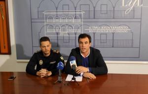 El alcalde de Bollullos y el subinspector jefe de Policía en rueda de prensa.
