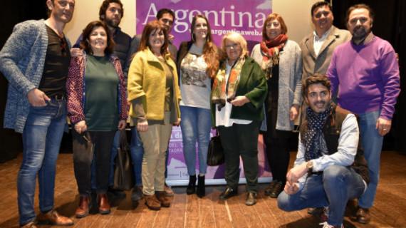 Argentina presenta en Ayamonte su concurso para elegir la portada de su nuevo disco
