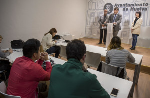 Rueda de presentación del Centro de la Comunicación, celebrada en el Ayuntamiento de Huelva.