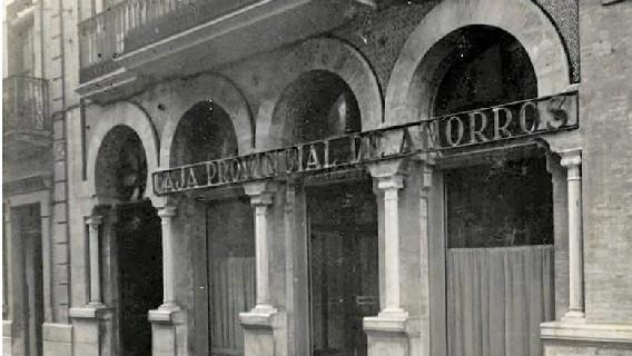 Caja de Ahorros en la calle Espronceda de Huelva en la década de los cincuenta del pasado siglo XX