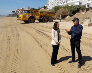 La subdelegada ha visitado las obras en la playa de El Portil.
