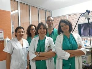 En la imagen, parte del equipo multidisciplinar que realiza las ecoendoscopias que, aunque está ubicado en el Hospital Infanta Elena, es de referencia provincial.