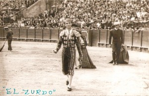 """""""El Zurdo"""", corta orejas en Sevilla. 13 de mayo de 1962."""