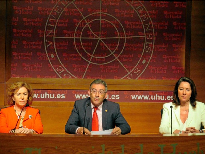 El rector de la Universidad de Huelva, Francisco Ruiz, ha presentado este lunes a los medios de comunicación el balance de la legislatura 2013-2017.