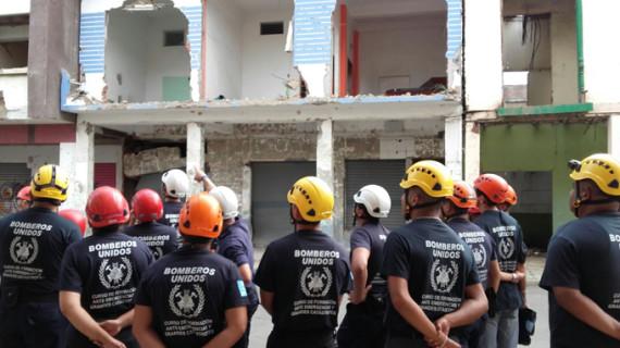 Regresan los bomberos onubenses desplazados a Ecuador para impartir un curso