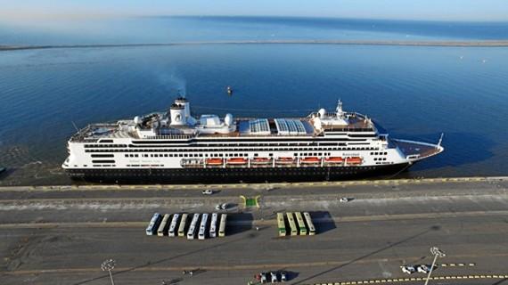 El buque de cruceros 'Rotterdam' atraca este viernes en Huelva procedente de Málaga