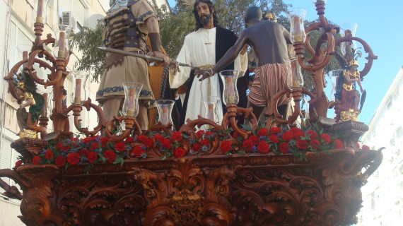 El Prendimiento luce en el Miércoles Santo de Huelva su majestuoso paso de misterio finalizado en su totalidad