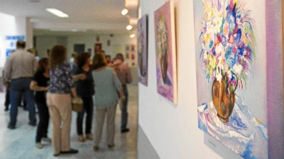 El Centro Municipal La Morana acoge una exposición pictórica de 'Cultura en los Barrios' en homenaje a Pilar Barroso