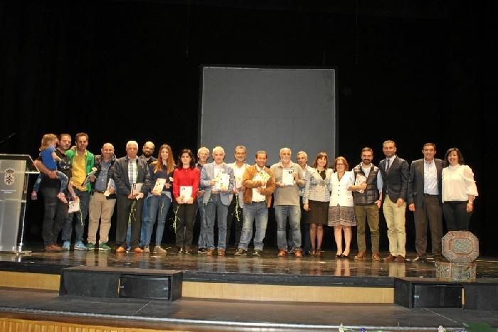 Foto de familia con los escritores que han colaborado