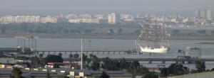 Un momento de la marcha del buque de Huelva. / Foto: A. F.