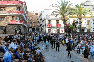 Abarrotada la Plaza de San Pedro durante la salida de esta esperada cofradía.