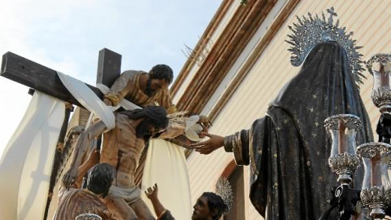 La esperada Hermandad del Descendimiento se luce en los últimos momentos de la Semana Santa 2017