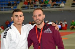 Laíno (a la izquierda), junto a su entrenador Santiago Bernárdez.