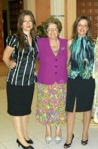 De izquierda a derecha: Valle, su madre María Luisa y Magui.