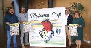 Un momento de la presentación del torneo de fútbol que se disputará en Isla Cristina.