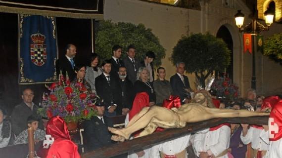El Cristo de la Sangre volvió a llenar de silencio de la noche del Martes Santo en Moguer