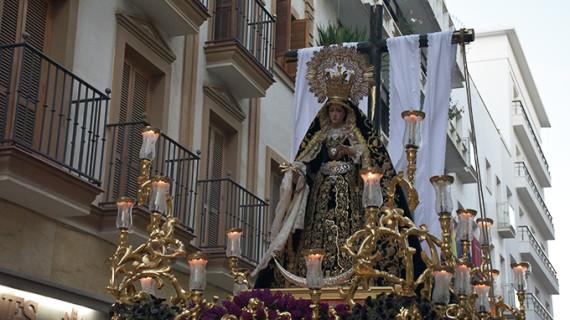 La Soledad pone el broche de oro a la Semana Santa onubense con su Silencio