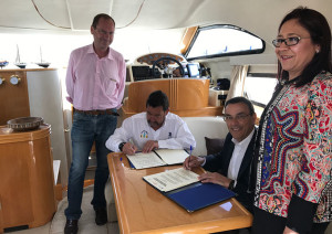 Un momento de la firma del convenio entre Diputación y ACNA.