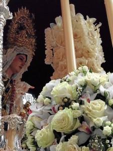 La Virgen de la Caridad estrena la cruz pectoral.