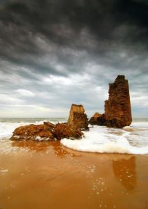 La conocida popularmente como Torre del Loro se llama, en realidad, Torre del Río Oro. / Foto: Antonio J. Pérez Márquez.