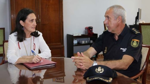 Un equipo de la Unidad Especial de Caballería de la Policía Nacional acompañará a Emigrantes y Huelva