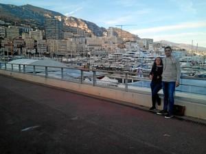 Durante su experiencia en Francia, ha tenido la oportunidad de realizar varios viajes. En la imagen, junto a su pareja en Mónaco.