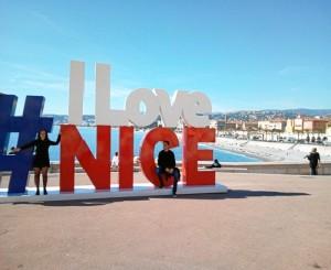 La joven aprovechaba los fines de semana para viajar y conocer el sur francés. En la imagen, visitando Niza donde residía un amigo español.