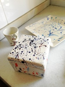 Rosa sigue trabajando con la cerámica.