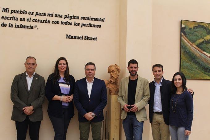 La biblioteca municipal de La Palma estrena una escultura dedicada a Don Quijote
