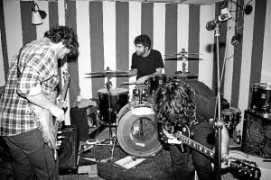 La banda elabora una peculiar receta de rock barnizado con blues.