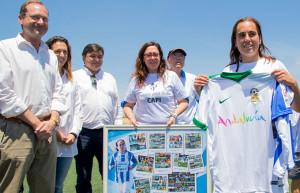 El alcalde de Huelva, Gabriel Cruz, y el diputado provincial de Hacienda y Administración y de Deportes, Francisco Javier Martínez Ayllón, se unieron al homenaje.