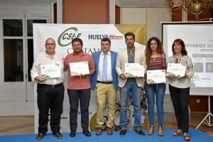 Foto de familia de la entrega de diplomas a los nominados en la categoría de Educación.
