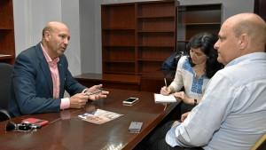 Otro momento de la entrevista. / Foto: Manu Rodríguez.