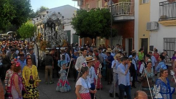 La Hermandad del Rocío de Valverde del Camino comienza su Romería 2016 acompañada por unos 1.200 romeros