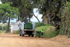 Los servicios municipales, trabajando para tener listo el recinto.