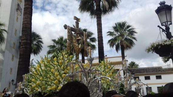 Radiante mañana de traslado en La Palma de la Santa Cruz de la Calle Cabo a su ermita