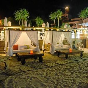 Las camas balinesas sobre pie de playa suponen un gran atractivo para los visitantes.