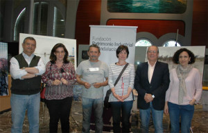 Los premiados con los miembros del  jurado.