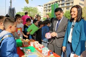 Escolares participando en Ferias de Emprendimiento de pasadas ediciones.