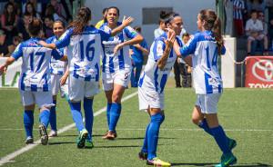 Las jugadoras del cuadro onubense celebran uno de los goles. / Foto: www.lfp.es.