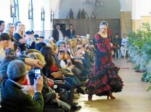 Se inició en la Academia de Flamenco de Virginia López de Moguer.