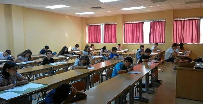 800 estudiantes andaluces han realizado las pruebas de selección del proyecto 'Estalmat'