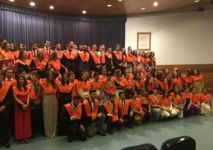 Alumnos de las titulaciones tras el acto de graduación. / Foto: FJ Granados.