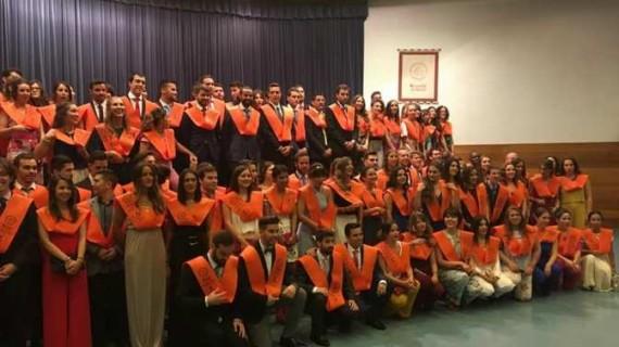 Emotivo acto de graduación de alumnos de la Facultad de Empresariales y Turismo