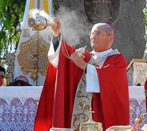 El Obispo de Huelva oficiando en El Rocío.